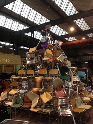 """Stuhlpyramide für das Maus-Video """"Irgendwas ist immer"""""""
